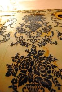 sweet wallpaper we found in teh bathroom. it's blue crushed velvet!